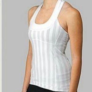 Lululemon scoop neck tank /w build in bra. Size 8.